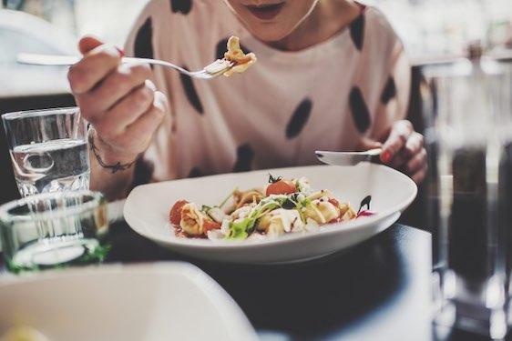Woman in a restauranthttp://www.fotografsatu.se/wp-content/uploads/katrinute.jpg