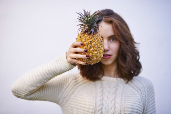 Cropped shot of a young woman holding a pineapple against a white backgroundhttp://195.154.178.81/DATA/i_collage/pu/shoots/805920.jpg
